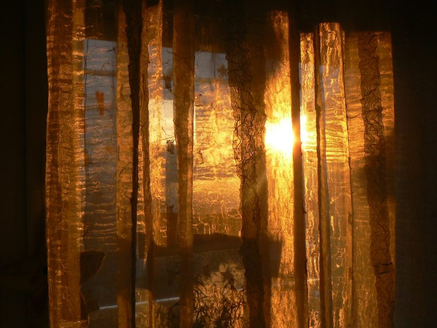 curtain-203714_1280